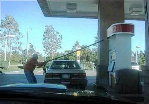 Tirare un po' troppo il prezzo del carburante